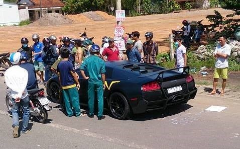 Hanh trinh gay tai nan cua sieu xe Lamborghini hinh anh 2