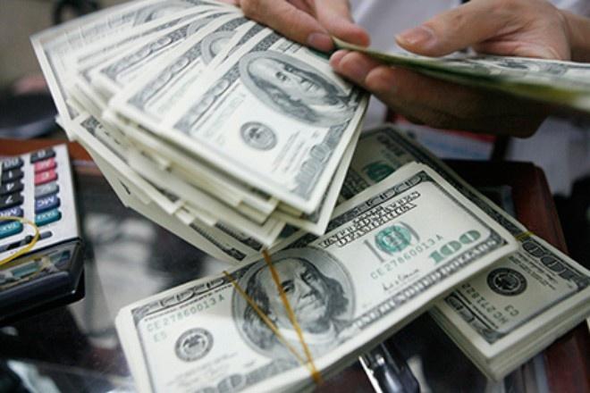 'Ho bien' to 1 USD thanh 100 USD roi mang den ngan hang doi hinh anh