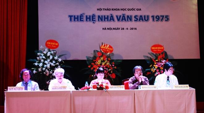 Nha van sau 1975  - mot the he doi moi hinh anh