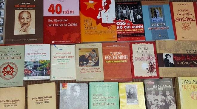 Khong gian sach cu ton vinh sach ve Ho Chi Minh hinh anh 1