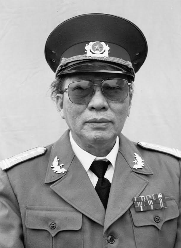 Xuan Thieu - Nha van mac ao linh hinh anh 1