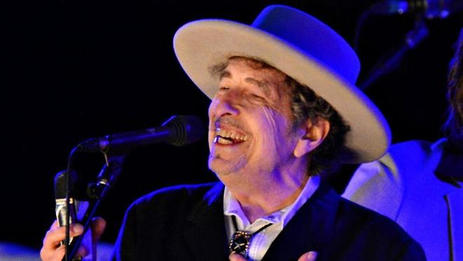 Nobel cho Bob Dylan: Tranh luan tu quoc te toi Viet Nam hinh anh 1
