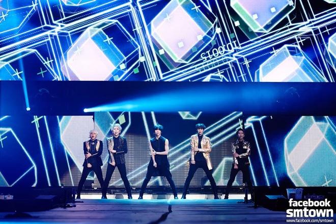 SHINee quyen ru 8.000 fan Mexico hinh anh 6 Đêm nhạc thu hút hơn 8.000 khán giả.