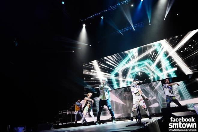 SHINee quyen ru 8.000 fan Mexico hinh anh 8 Shawol ở Mexico đã có một đêm cuồng nhiệt, khi hát và nhảy theo khi SHINee biểu diễn các ca khúc quen thuộc như Replay, Juliette, Lucifer, Ring Ding Dong. Nhóm cũng hát ca khúc Macarena dành tặng fan