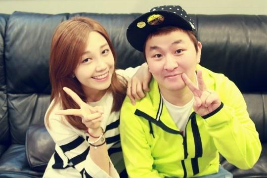 Eun Ji (Apink) khoe giong cuc khoe cung Huh Gak hinh anh