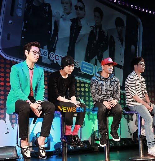 Big Bang va 8 nam su nghiep khong chi co hoa hong hinh anh 4 Những nụ cười gượng gạo trên gương mặt GD, T.O.P, Taeyang và Seungri trong mini concert của