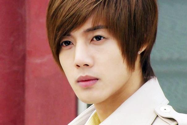 Bao Han tung bang chung Kim Hyun Joong danh ban gai hinh anh