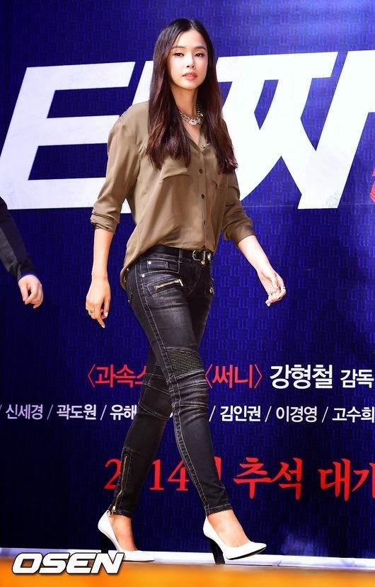 Hoa hau Han Quoc suyt gia nhap 2NE1 hinh anh 1 Cựu hoa hậu Hàn tại buổi giới thiệu phim Tazza 2 đầu tháng 8. Ảnh: osen