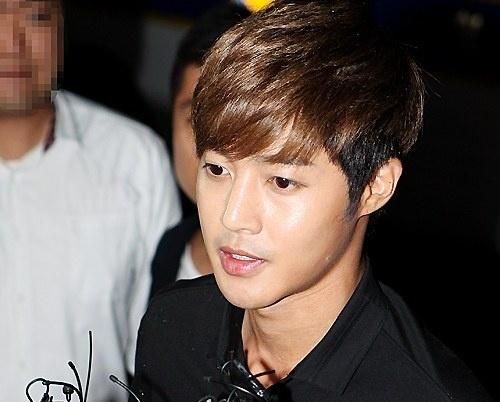 Kim Hyun Joong binh than trinh dien canh sat hinh anh