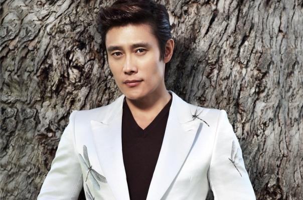 Lee Byung Hun dat nhieu cau hoi nhay cam voi ke tong tien hinh anh