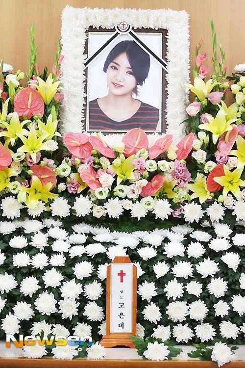 Them mot thanh vien Ladies' Code qua doi hinh anh 2 Fan vẫn chưa hết đau buồn sau khi đưa tiễn EunB ngày 5/9.