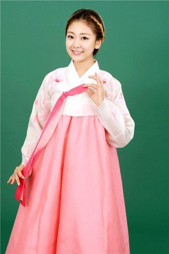 Soi lich nghi Tet Trung thu cua sao Han hinh anh 19 Thành viên RiSe qua đời ngày 7/9, chỉ 1 ngày trước lễ Chuseok. Cô dự định bay sang Hong Kong nghỉ lễ cùng gia đình. Fan chia sẻ những tấm hình mặc hanbok cuối cùng của các cô gái.