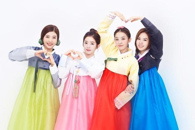 Soi lich nghi Tet Trung thu cua sao Han hinh anh 1 Red Velvet xinh tươi trong tấm hình mặc hanbok chung đầu tiên của nhóm. Nhóm nhạc nữ mới nhất của công ty SM Entertainment mới ra mắt hồi tháng