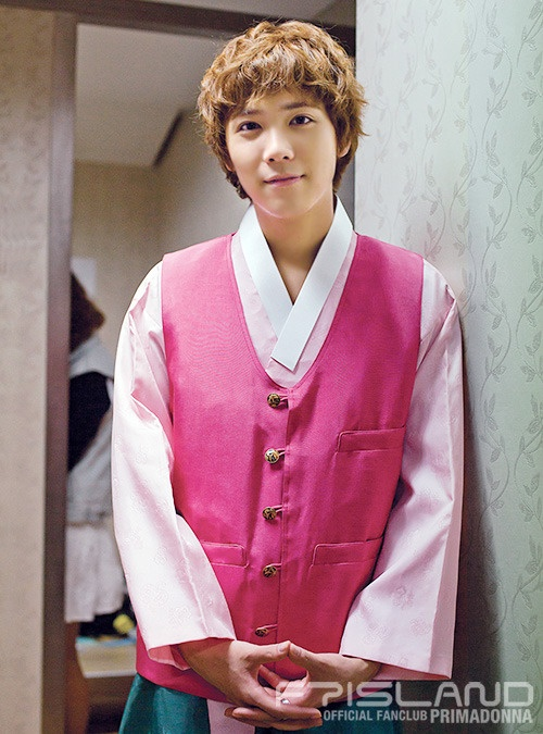Soi lich nghi Tet Trung thu cua sao Han hinh anh 7 Lee Hong Ki (F.T. Island) bận quay dự án phim truyền hình của đài SBS.