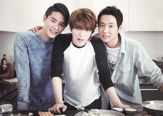 Soi lich nghi Tet Trung thu cua sao Han hinh anh 9 Dù bận rộn với tour diễn châu Á, JYJ vẫn kết thúc lịch trình từ 6/9 để trở về Hàn Quốc đón Tết Chuseok.