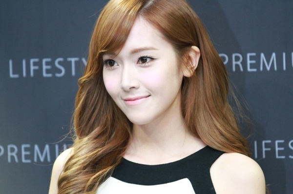 Jessica (SNSD) bi ban trai dai gia loi dung? hinh anh