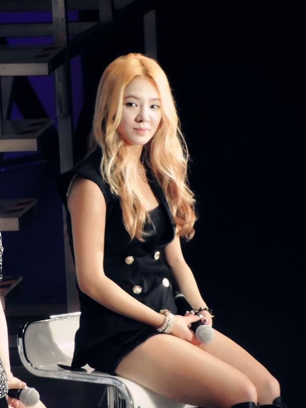sm megerősíti a hyoyeon randevúkatsüket és gyengén halló társkereső oldal