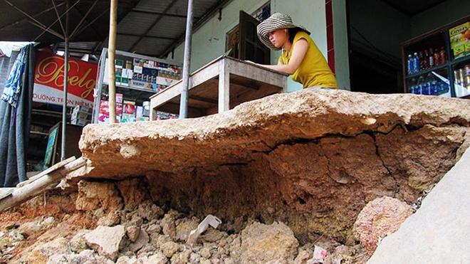 Tiệm làm đầu và trang điểm áo cưới của chị Hiền ở xã Đại Trạch, Bố Trạch, Quảng Bình hơn hai tháng nay không có khách đến
