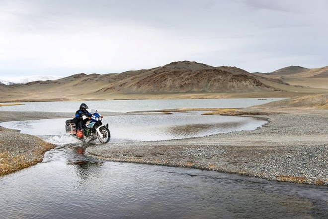 Chuyến đi đường này sẽ đánh dấu sự khởi đầu của một cuộc sống mới: cuộc sống ở nước ngoài mà chúng tôi đã mơ về một thời gian dài. Cảnh đẹp chụp ở Mông Cổ.