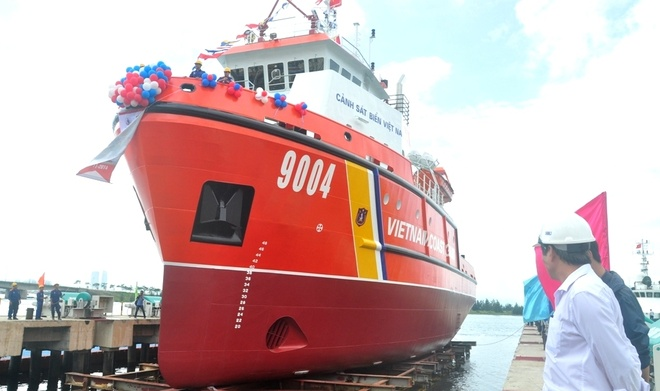 Tau cuu ho hien dai nhat cua Canh sat bien Viet Nam hinh anh 2 Tàu cảnh sát biển đa năng 9004 là dạng tàu có thiết kế tiên tiến, hiện đại đáp ứng đầy đủ các tiêu chuẩn quốc tế, có nhiệm vụ tuần tra bảo vệ chủ quyền biển đảo, thực thi pháp luật trên các vùng biển và thềm lục địa Việt Nam.