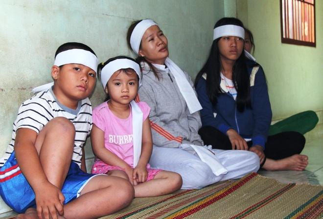 Cha con tu nan tren duong vao Sai Gon chua benh hinh anh 2 Anh Mậu mất đi để lại vợ cùng còn trai (6 tuổi, học lớp 1) và con gái (4 tuổi).