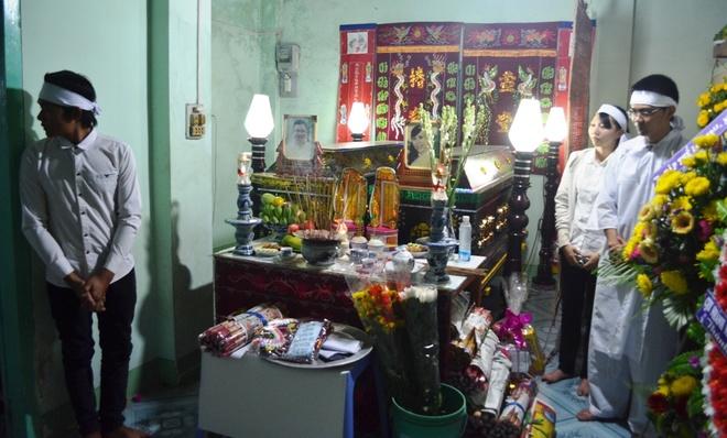Nguoi vo mang thai thang thu 6 tu vong trong vu 2 xe doi dau hinh anh 1 Tang lễ thầy giáo trẻ Đặng Quốc Dũng và vợ là chị Võ Thị Thu Trang tại gia đình ở huyện Tuy Phong, tỉnh Bình Thuận.