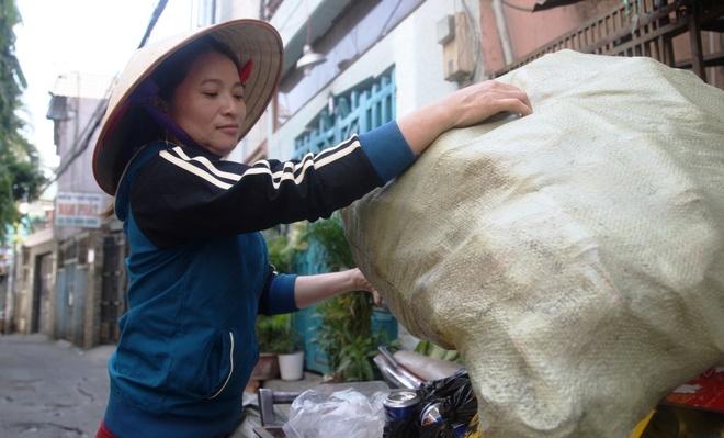 Cong an huong dan chi ve chai lam thu tuc nhan 5 trieu yen hinh anh