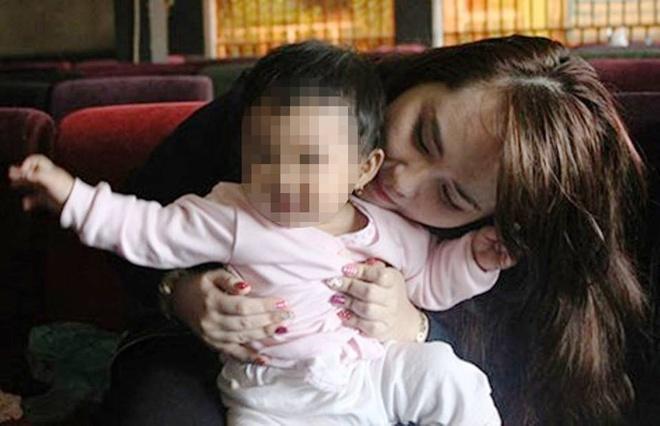 Co gai nhan dua con nghi cua tu tu: 'Co nguoi nghi ngo em' hinh anh 1 Trâm và em bé trong cuộc tiếp xúc với phóng viên.