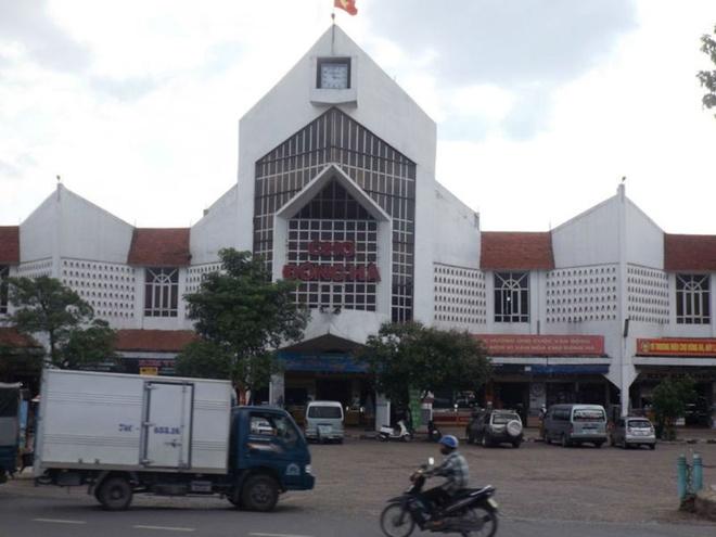 Cong khai ban thuoc kich duc 'khong the kiem che' giua cho hinh anh 1 Chợ Đông Hà, nơi xuất hiện nhiều phụ nữ công khai bán thuốc kích dục.