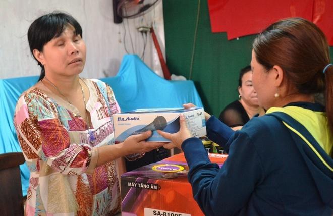 Chi ve chai Sai Gon mua 700 kg gao lam tu thien hinh anh 2