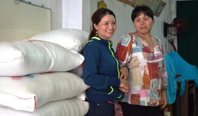 Chi ve chai Sai Gon mua 700 kg gao lam tu thien hinh anh