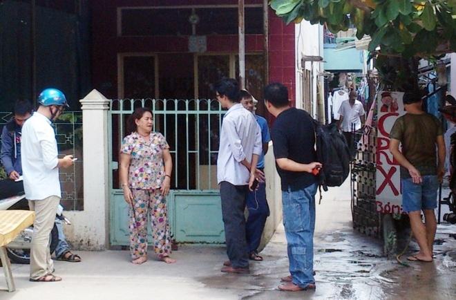 Ke nem xac vo xuong kenh o Sai Gon nghien ma tuy, so de hinh anh 2 Bà Hoa, người chứng kiến hung thủ ném xác nạn nhân xuống kênh kể lại vụ việc.