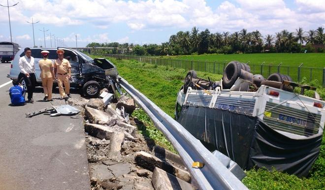 Hiện trường vụ tai nạn trên đường cao tốc TP HCM - Trung Lương.