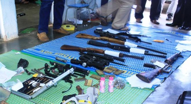 Kho vu khi cua ke giet 3 nguoi, vut xac xuong gieng hinh anh 1 Kho vũ khí công an Lâm Đồng thu giữ tại nhà trọ nghi can Huy.