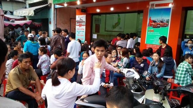 Thuc dem, chen chuc cho mua ve xe Tet Phuong Trang hinh anh 2