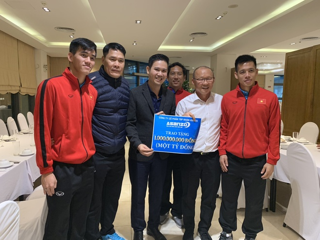 CEO Pham Van Tam va mot nam het long voi bong da Viet Nam hinh anh 5