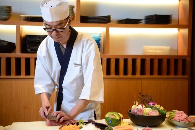 Sushi dang cap cua dau bep Nhat 30 nam kinh nghiem hinh anh 1