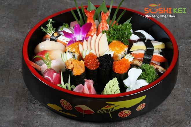 Sushi dang cap cua dau bep Nhat 30 nam kinh nghiem hinh anh 4