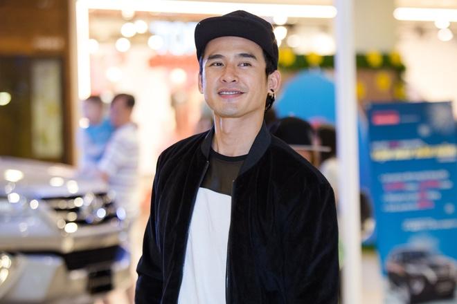 Luong The Thanh di mua sam cuoi tuan mot minh o SC VivoCity hinh anh 1