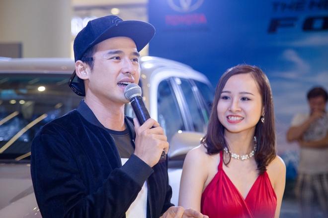Luong The Thanh di mua sam cuoi tuan mot minh o SC VivoCity hinh anh 6