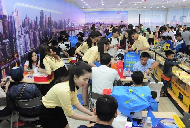 Gan 5.000 nguoi mua Huawei nova 2i trong dot dau mo ban hinh anh