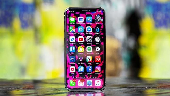 'Nha ban le iPhone canh tranh hang xach tay bang chinh sach bao hanh' hinh anh