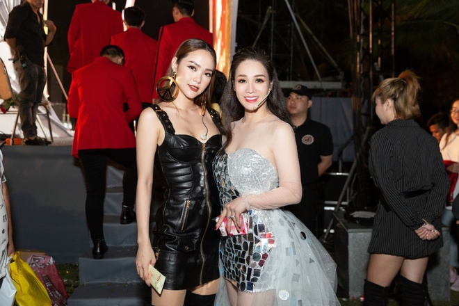 Minh Hang, Tran Thanh du tiec sinh nhat cong ty cua Nhat Kim Anh hinh anh 3