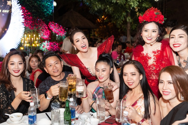 Minh Hang, Tran Thanh du tiec sinh nhat cong ty cua Nhat Kim Anh hinh anh 7