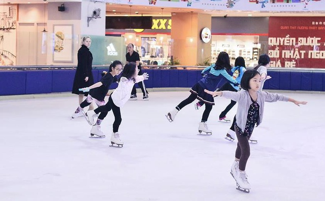 Vincom Ice Rink - san tap cua nhung VDV truot bang nhi hinh anh 1
