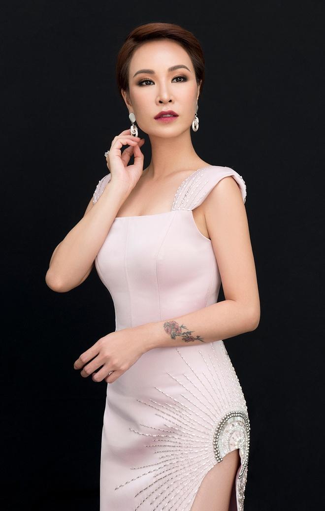 Uyen Linh - Lan Nha lan dau dung chung san khau sau Vietnam Idol 2010 hinh anh 1