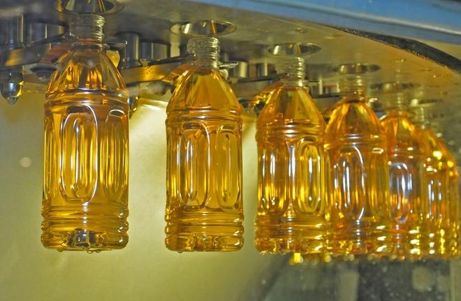 Quy trinh san xuat luu tru vi tinh khiet cho Tra O long C2 hinh anh 1 Quy trình chế biến và đóng chai trong cùng một ngày của Trà C2 Ô Long.