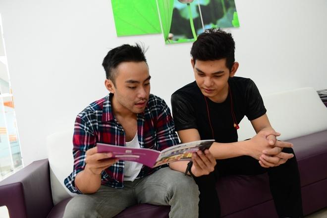 'Kham rang' Son Ngoc Minh va Dustin Nguyen hinh anh