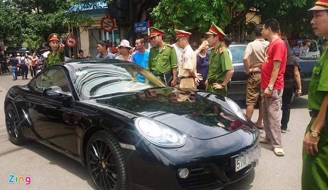 Phat tai xe co thu trong xe Porsche 1,3 trieu dong hinh anh 1