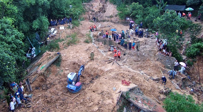 2.000 nguoi cuu ho trong mua lu o Quang Ninh hinh anh